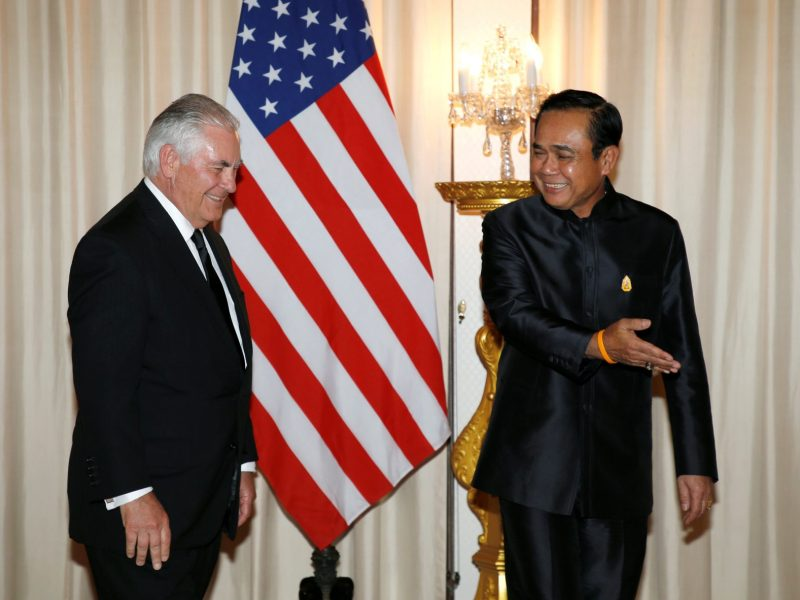 Thai Prime Minister General Prayut Chan-o-cha shows the way to US Secretary of State Rex Tillerson during a meeting at Government House in Bangkok on August 8, 2017. Photo: Reuters/Rungroj Yongrit/Pool