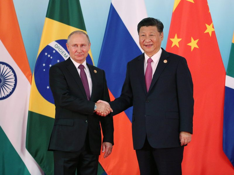Chinese President Xi Jinping and Russian President Vladimir Putin meet at the BRICS Summit in Xiamen, China, on September 4, 2017. Photo: Reuters / Wu Hong
