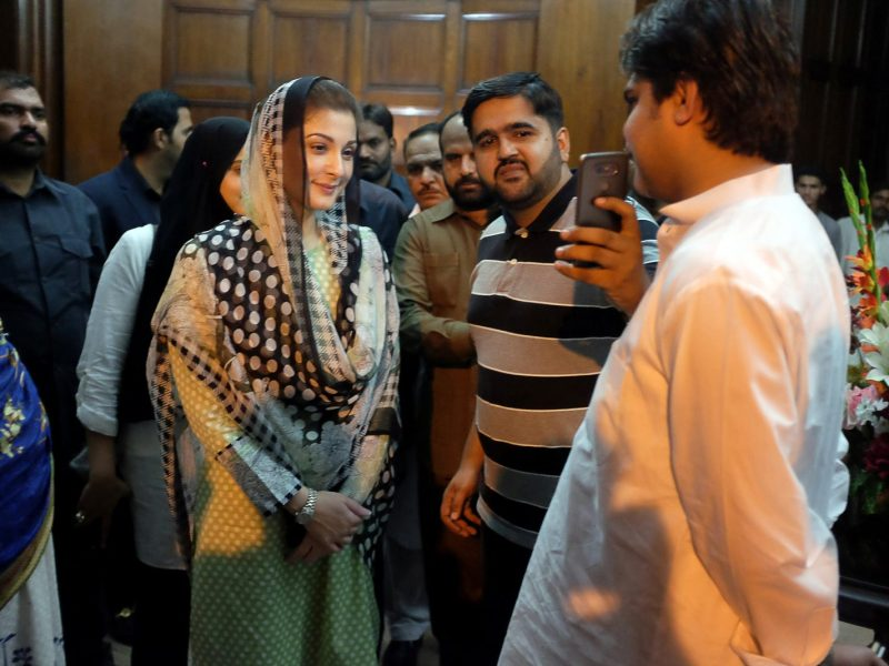 Maryam Nawaz, the daughter of Pakistan's former Prime Minister Nawaz Sharif, poses for a picture with a supporter at a rally in Lahore, on September 9, 2017. Photo: Reuters / Drazen Jorgic