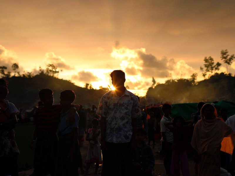Rohingya refugees wait roadside for aid at Thaingkhali makeshift refugee camp in Cox's Bazar, Bangladesh, September 14, 2017. Photo: Reuters/Danish Siddiqui