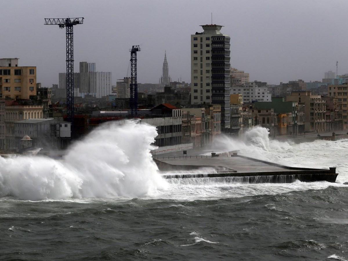 Waves crash against the seafront boulevard El Malecon in Havana, Cuba as Hurricane Irma turns toward the Florida Keys on Sept. 9, 2017. Photo: Reuters