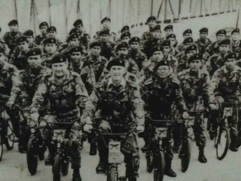 Gurkha and British soldiers ride bicycles on the Hong Kong border in 1985. Photo: Gurkha Memorial Museum