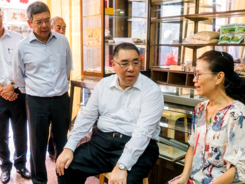 Typhoon Hato showed the inability of the Macau government, led by Chief Executive Fernando Chui Sai-on (center), to cope with disaster relief. Photo: gce.gov.mo