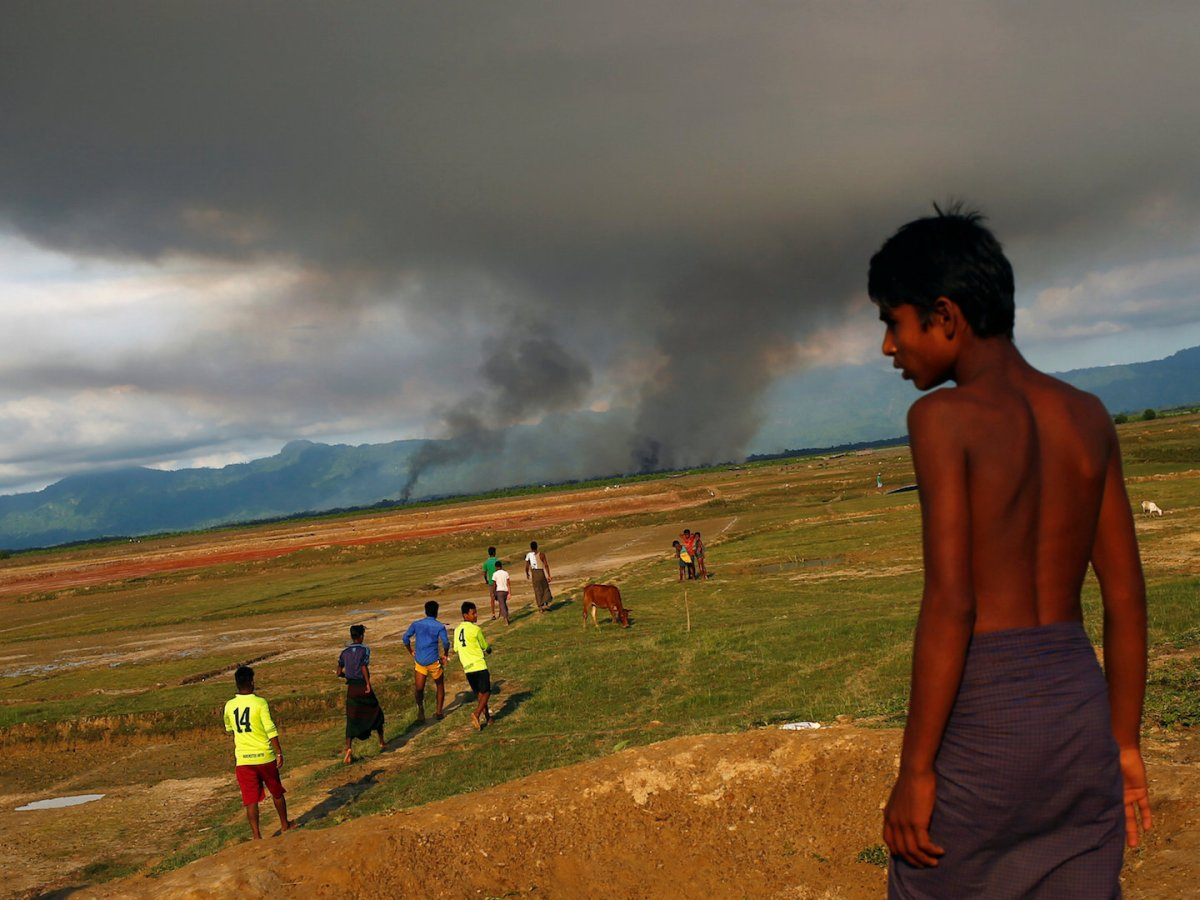 A large plume of smoke is seen on the Myanmar side of the border from Teknaf, Bangladesh, September 15, 2017. Photo: Reuters/Mohammad Ponir Hossain