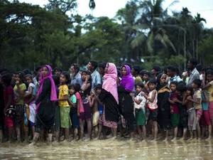 Rohingya refugees flee Myanmar. Photo: Economic Times