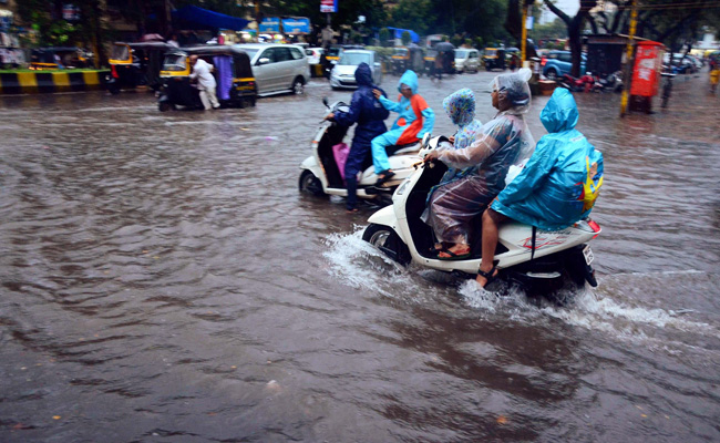 Weather officials have predicted more rain in Mumbai over the next 24 hours. Photo: NDTV