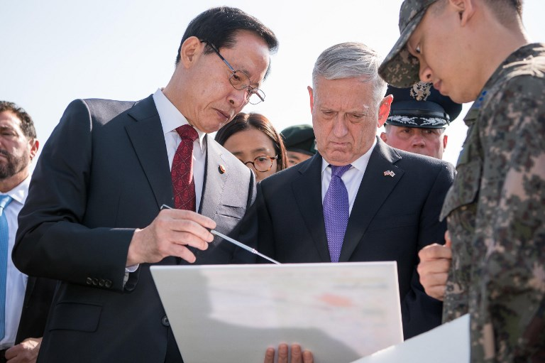 US Defense Secretary Jim Mattis and South Korean Defense Minister Song Young-moo during a visit to the Demilitarized Zone. Photo: US Department of Defense via AFP/Amber I Smith