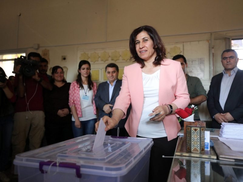 Hadiya Yousef, a Kurdish politician, casts her ballot inside a polling station in Qamishli, Syria, on September 22, 2017. Photo: Reuters / Rodi Said