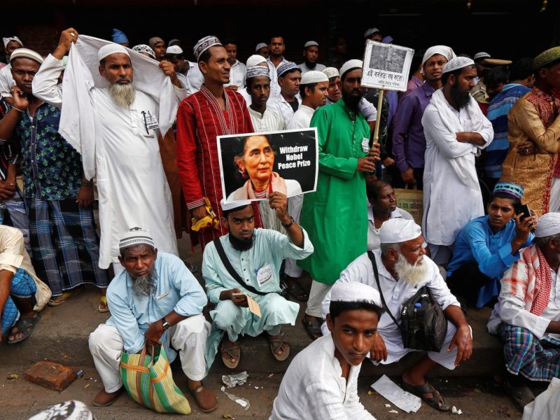 Demonstrators shout slogans and hold placards during a protest against reported killings of Rohingya people in Myanmar, in Kolkata, India, on October 24, 2017. Photo: Reuters / Rupak De Chowdhuri