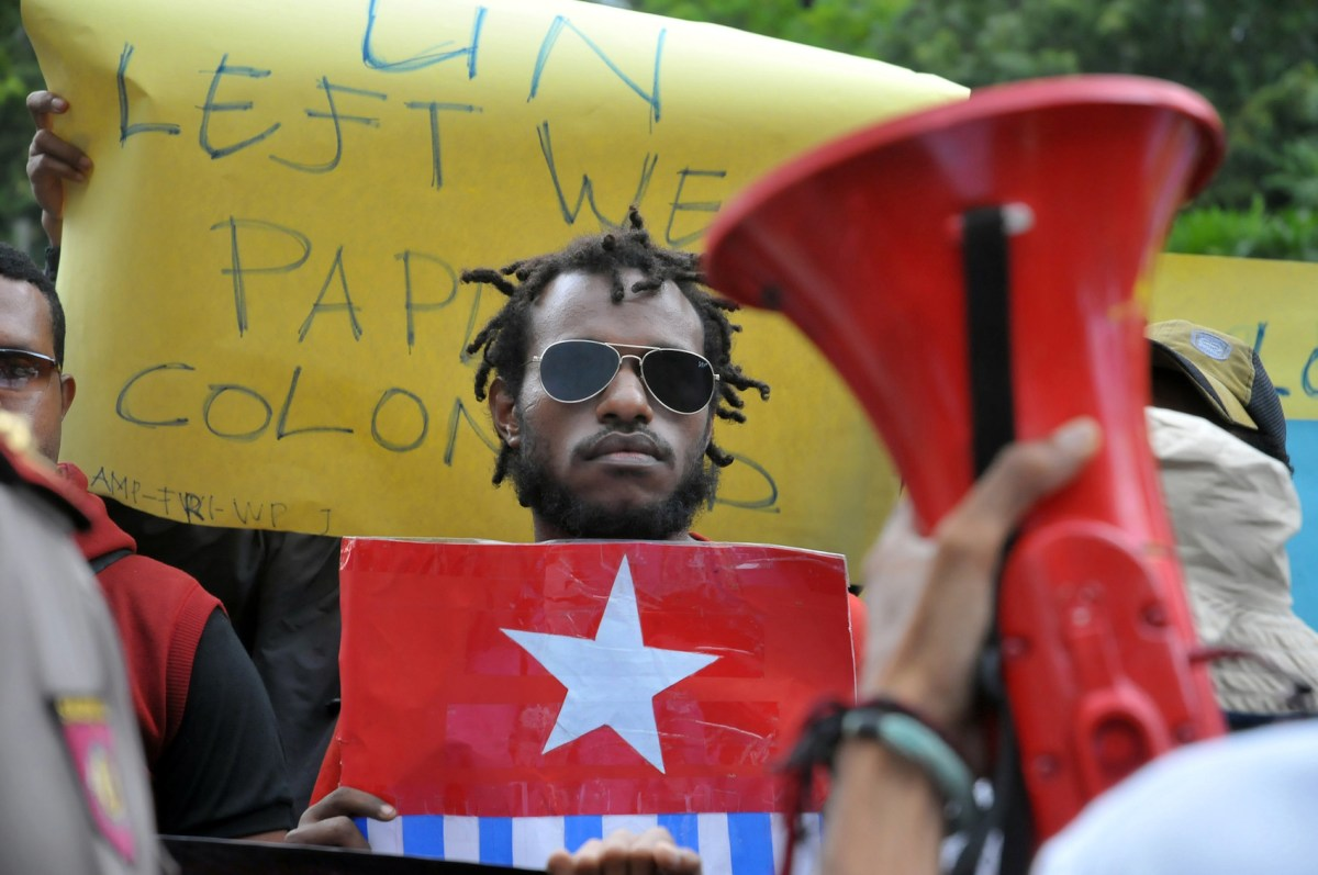 West Papuan activists carry banners and pictures of the banned 'Bintang Kejora' flag held by West Papuan activists, during a demonstration at the United Nations' office in Jakarta, Indonesia, April 3, 2017. Photo: NurPhoto via AFP/Dasril Roszandi
