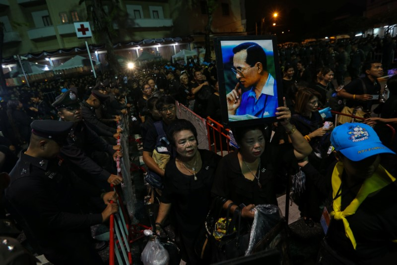 Mourners queue as they attend the Royal Cremation ceremony for Thailand's late King Bhumibol Adulyadej near the Grand Palace in Bangkok on October 25. Photo: Reuters/ Kerek Wongsa