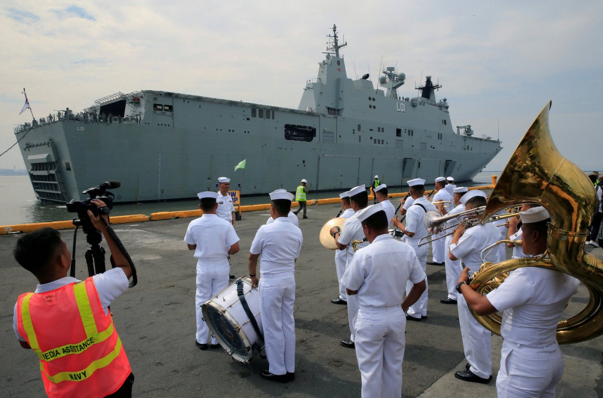 The Philippine Navy band welcomes the Royal Australian Navy (RAN) vessel Her Majesty's Australian Ship (HMAS) Adelaide (III) upon arrival for a goodwill visit as part of the Australian Defence Force (ADF) Joint Task Group, Indo-Pacific Endeavour 2017, at the Pier 15, south harbor in Metro Manila, Philippines October 10, 2017. REUTERS/Romeo Ranoco