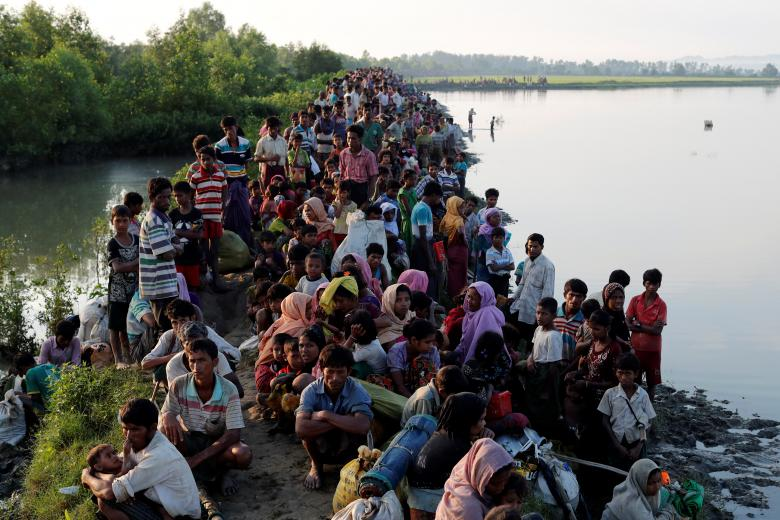 Rohingya refugees reach the Bangladeshi side of the Naf river in Palang Khali after crossing the from Myanmar. Photo: Reuters / Jorge Silva