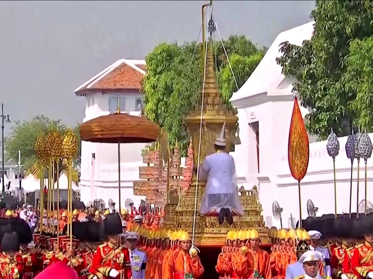 The royal urn is moved from the Grand Palace in a procession to the Royal Crematorium for King Bhumibol Adulyadej's cremation in Bangkok on October 26. Photo: Thai TV Pool/via Reuters TV