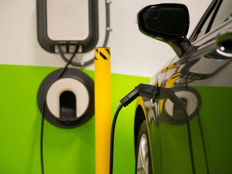 Electric vehicles charging in a parking garage. Photo: iStock