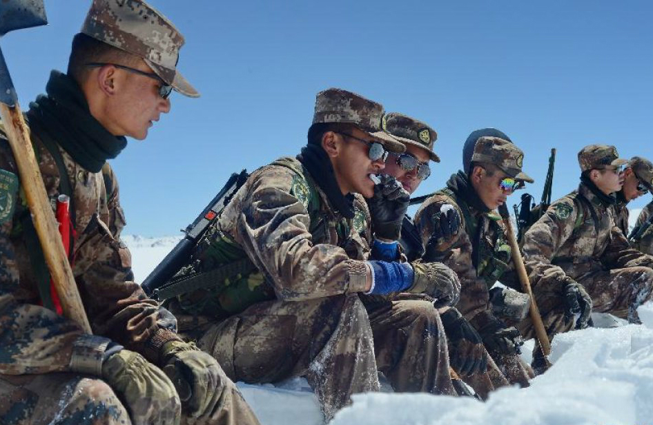 Chinese troops participate in a winter drill in Tibet. Photo: Xinhua