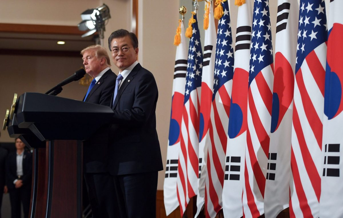 US President Donald Trump and South Korea's President Moon Jae-in hold a joint press conference at the presidential Blue House in Seoul, South Korea, on November 7, 2017. Photo: Reuters / Jung Yeon-Je/Pool