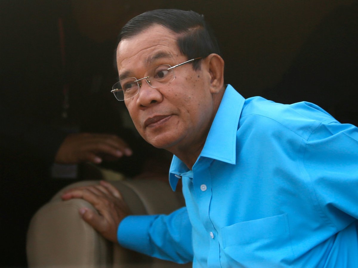 Cambodia's Prime Minister Hun Sen arrives before a meeting with garment workers, on the outskirts of Phnom Penh, Cambodia, November 8, 2017. Photo: Reuters/Samrang Pring