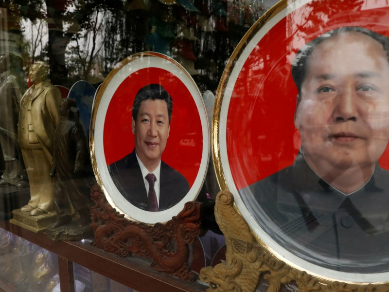 Souvenir plates with images of China's late Chairman Mao Zedong and President Xi Jinping are seen at a shop during the Communist Party's 19th National Congress in Beijing. Photo: Reuters/ Tyrone Siu