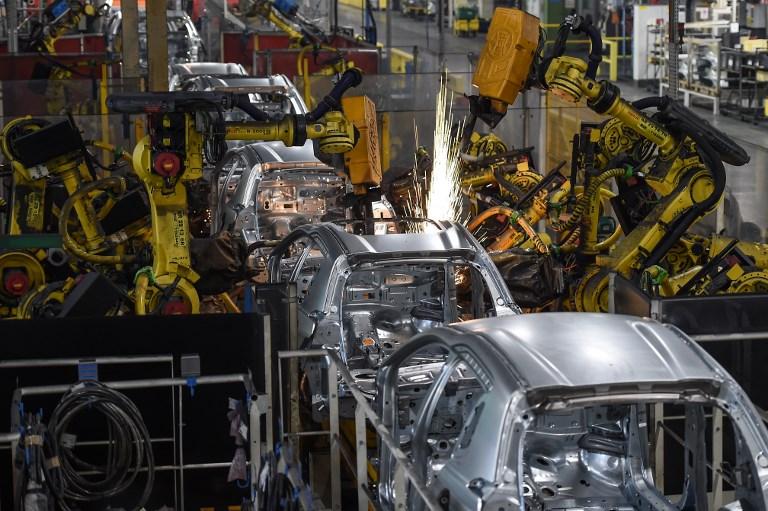Robots assembling vehicle frames. Photo: AFP /  Sébastien Bozon