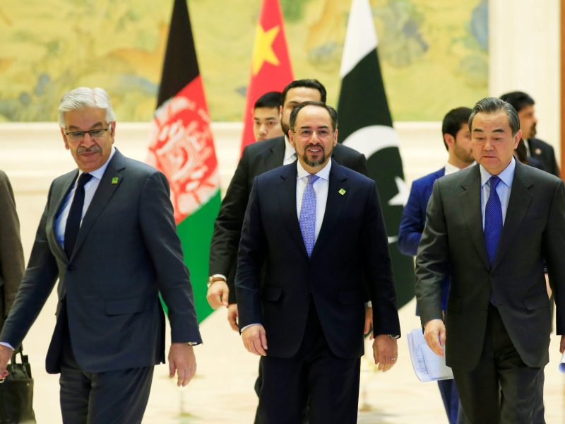 (L to R) Pakistani Foreign Minister Khawaja Asif, Afghan Foreign Minister Salahuddin Rabbani and Chinese Foreign Minister Wang Yi attend a joint news conference after the 1st China-Afghanistan-Pakistan Foreign Ministers' Dialogue in Beijing, China, December 26, 2017. Photo: Reuters / Jason Lee