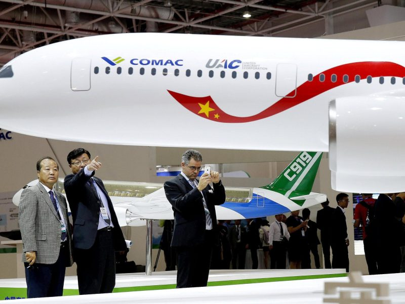 A CR929 model is seen on display at an aviation exhibition. A C919 model is seen in the background. Photo: Sohu