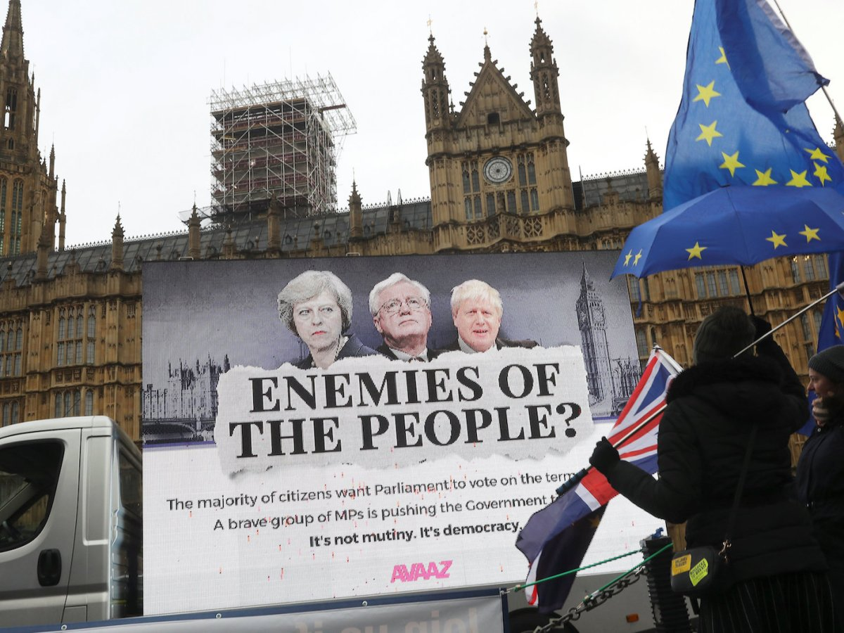Anti-Brexit protesters demonstrate outside the Houses of Parliament in London. Photo: Reuters / Simon Dawson