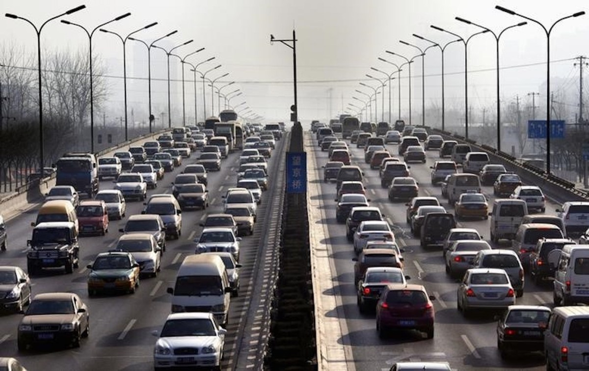 China hopes to solve its traffic and pollution problems by turning to green vehicles. Photo: Reuters