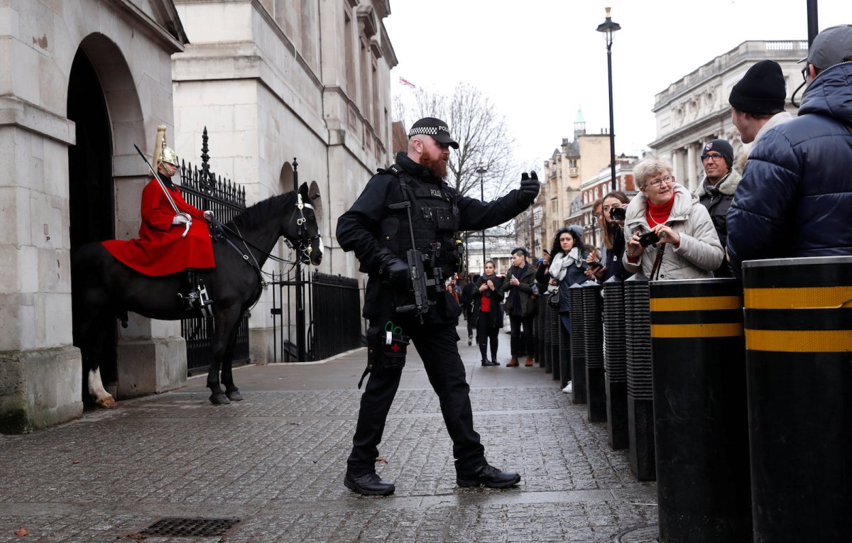 Armed police patrol busy public areas around Westminster as security is stepped up ahead of New Year's Eve celebrations in London on December 31, 2017. Photo: Reuters / Eddie Keogh