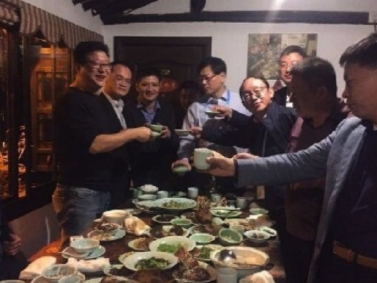 Key executives from China's internet sectors enjoy a private dinner after the World Internet Conference. Photo: Weibo, Lei Jun