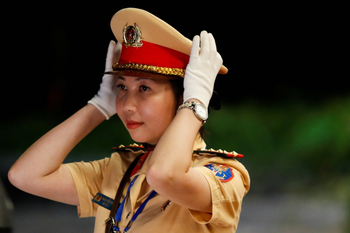 A Vietnamese security guard stands guard at the venue of the APEC Summit 2017 in Danang, Vietnam, November 8, 2017. Photo: Reuters/Jorge Silva