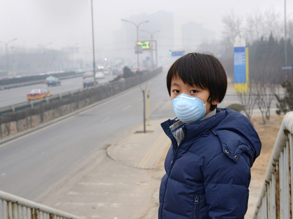 A child protects himself against air pollution by wearing a mask over his mouth in China. Photo: iStock