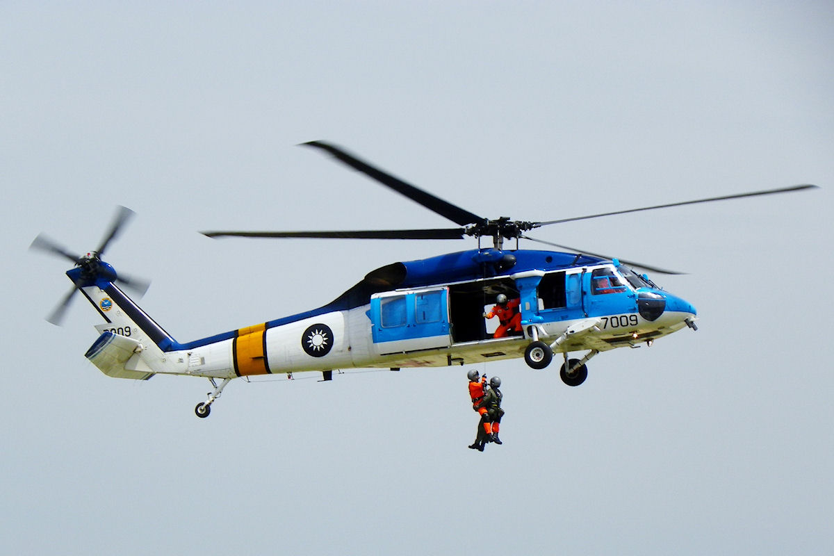 A Black Hawk is pictured during a rescue training mission. Photo: Taiwan Defence Ministry