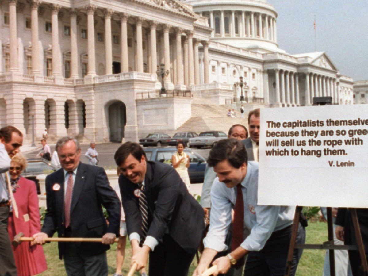 David Knee (center), chairman of the American Conservative Union, and his supporters, destroy a Toshiba radio with sledgehammers on the Capitol Hill lawn, in Washington DC, on July 1, 1987. The US Senate had just voted to ban Toshiba from selling products in the US after it was accused of selling secret submarine technology to the Soviet Union. Photo: AFP / Renato Rotolo