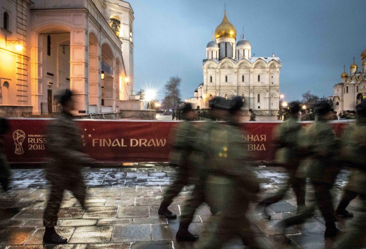 Servicemen patrol at the Kremlin in Moscow on November 30, 2017. Photo: AFP / Mladen ANTONOV