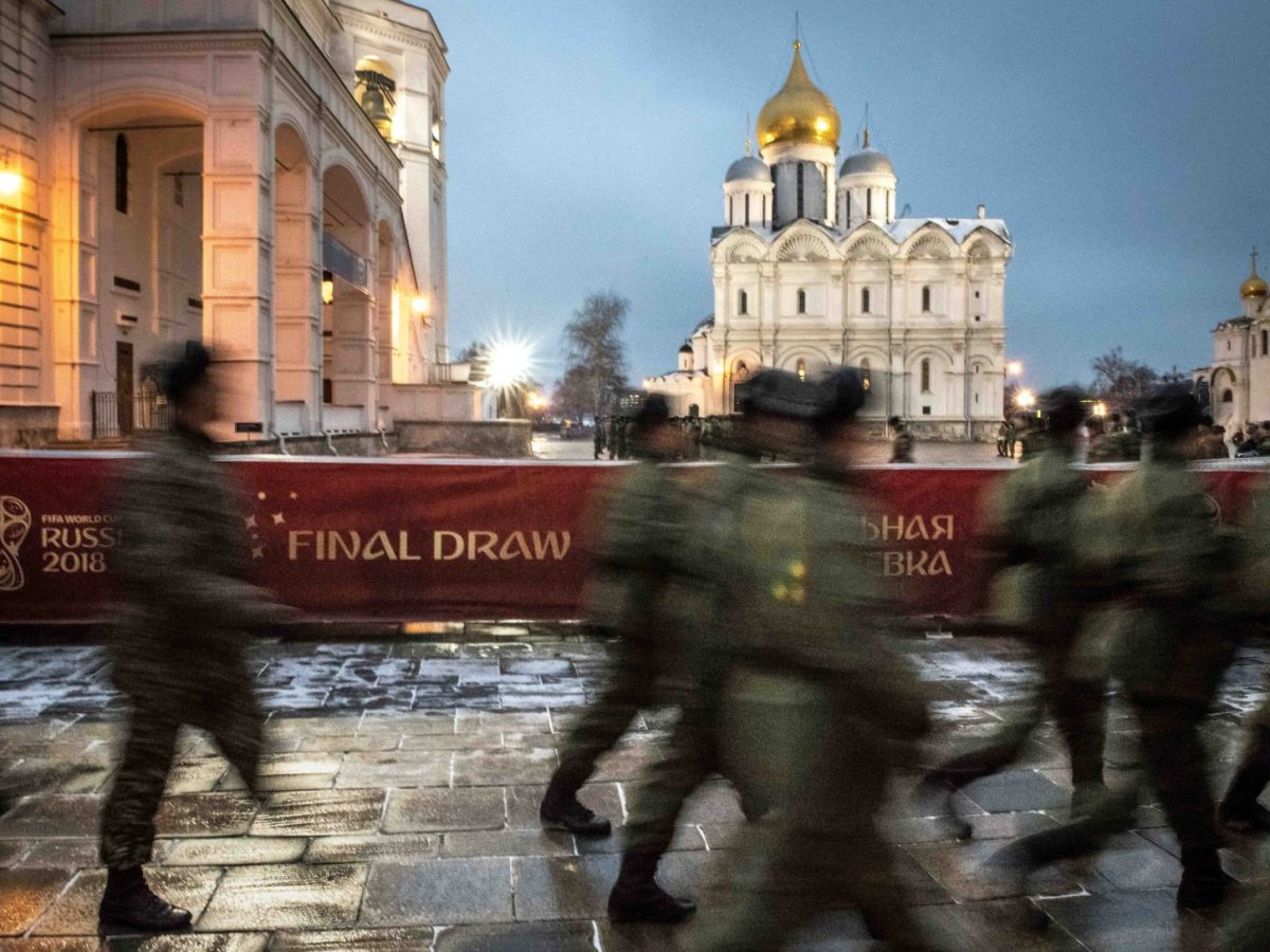 Servicemen patrol at the Kremlin in Moscow on November 30, 2017. Photo: AFP / Mladen ANTONOV