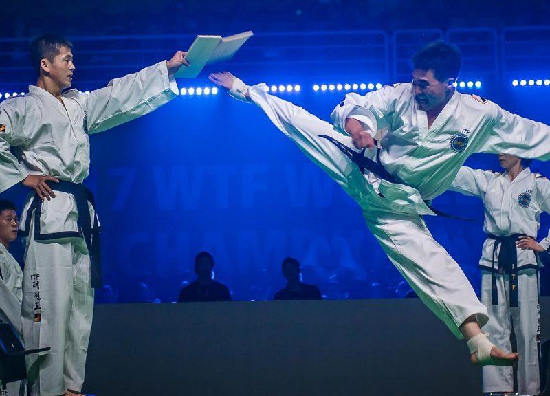 2017年6月在韩国茂朱举行的跆拳道世錦賽開幕儀式上,来自北韩的跆拳道隊員在比赛中举行了一场示范。相片:世界跆拳道