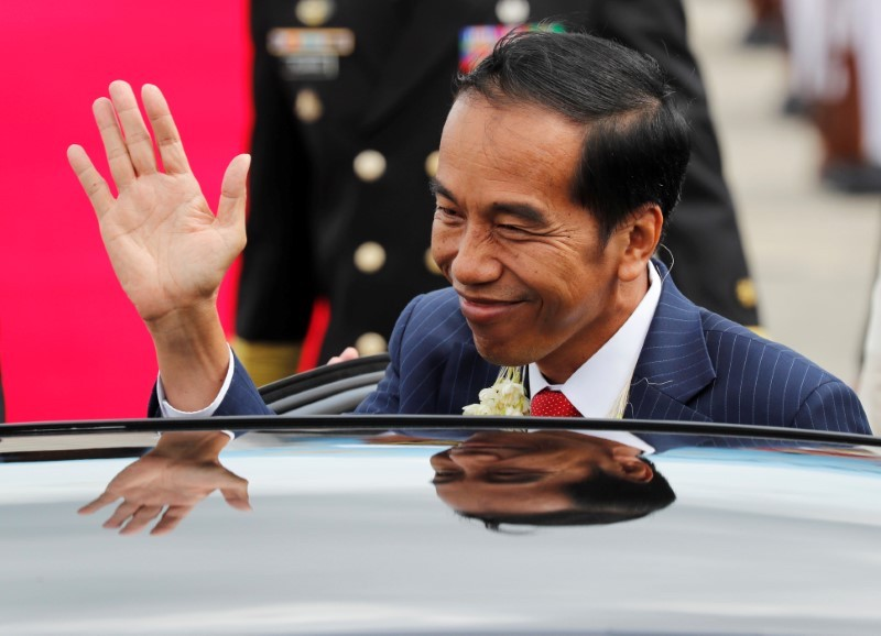 Indonesian President Joko Widodo waves at an ASEAN summit event at Clark, Pampanga, northern Philippines November 12, 2017. Photo: Reuters/Erik De Castro