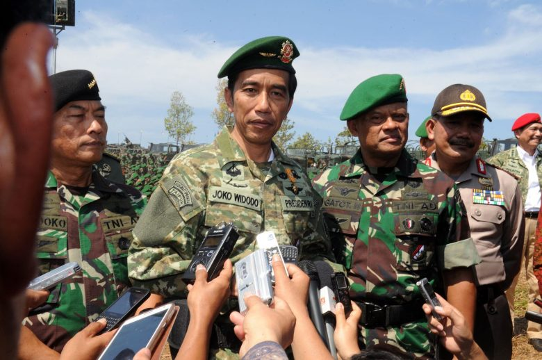 Indonesian President Joko Widodo (2nd R), accompanied by top General Moeldoko (L) and General Gatot Nurmantyo during the inauguration of an Indonesian army military exercise in Baturaja, southern Sumatra island in 2016. Photo: AFP/Presidential Palace/Rusman