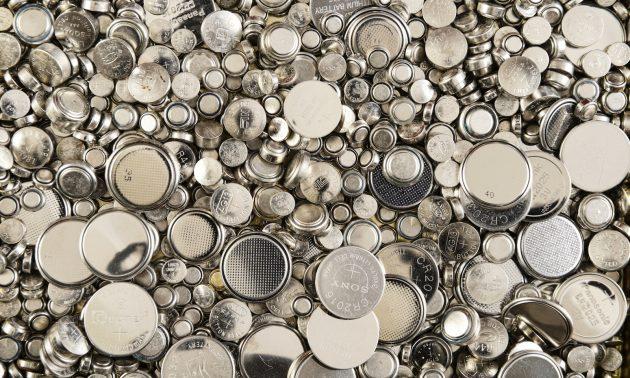 各种不同尺寸的锂电池。相片:iStock/Getty Images
