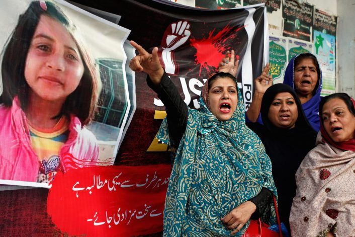 Protesters chant slogans condemning the rape and murder of six-year-old girl Zainab Ansari in Kasur during a march in Karachi on January 12, 2018. Photo: Reuters/Akhtar Soomro