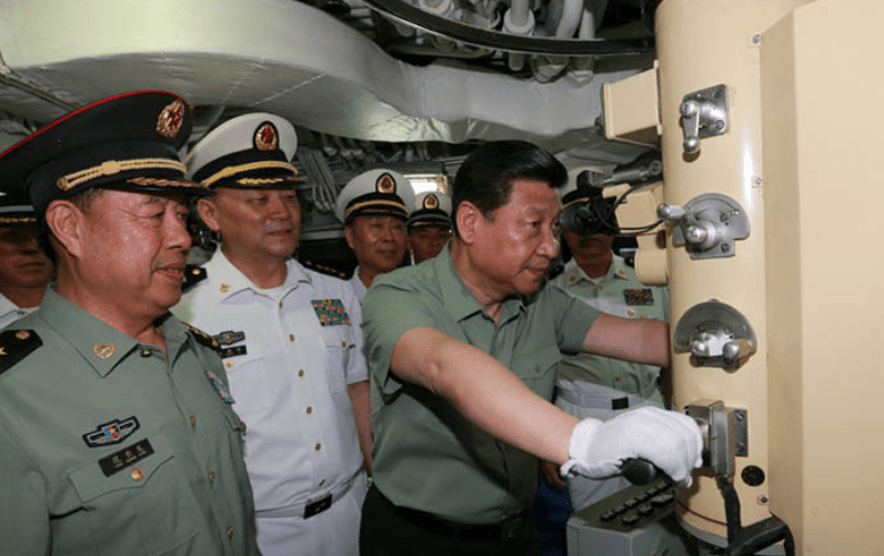 A file pic shows former Central Military Commission deputy chairman Fan Changlong, left, with Xi Jinping, right, on board a submarine. Photo: Xinhua