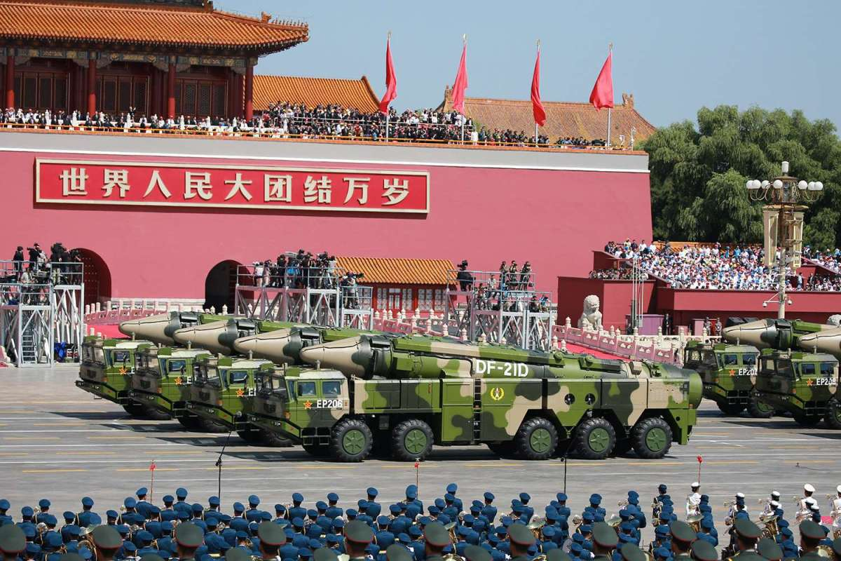 Military vehicles carrying DF-21D anti-ship ballistic missiles pass the Tiananmen Rostrum in Beijing during a military parade to commemorate the 70th anniversary of the victory against the Japanese Empire, on September 3, 2015. Photo: Reuters / Agencies