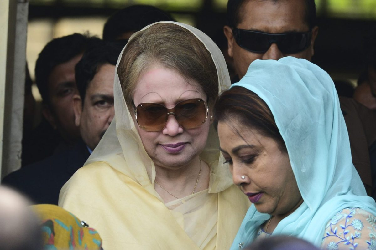Bangladesh's main opposition leader Khaleda Zia (L) leaves a court in Dhaka in 2017. Photo: AFP