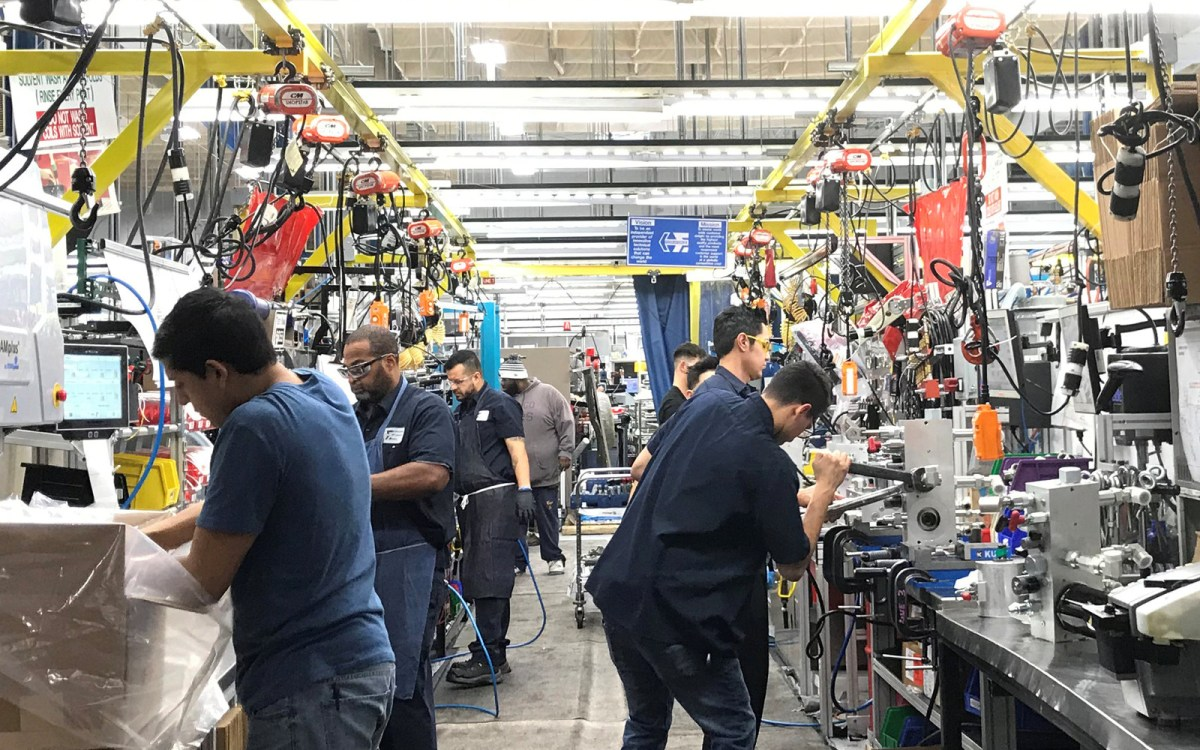 Hydraulic valve manufacturer HydraForce Inc employees work in the firm's plant in Lincolnshire, Illinois, US. Photo: Reuters/Ann Saphir
