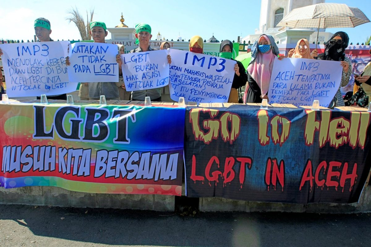 Muslim protesters hold an anti-LGBT rally outside a mosque in the provincial capital Banda Aceh, Aceh province, Indonesia February 2, 2018. Photo: Antara Foto/Irwansyah Putra/ via REUTERS