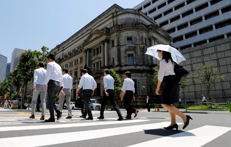 People walk past the Bank of Japan building in Tokyo, Japan, on June 16, 2017.   Photo: Toru Hanai