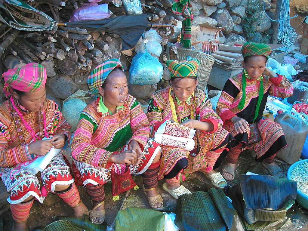 Hmong women in Vietnam. Photo: Wikimedia / Brian Snelson