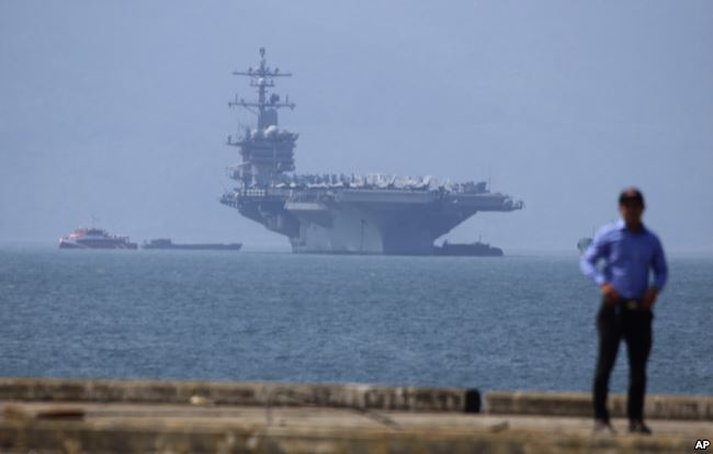 USS Carl Vinson is anchored at Tien Sa Port in Da Nang, Vietnam, on Monday, March 5, 2018. For the first time since the Vietnam War, a US Navy aircraft carrier is paying a visit to a Vietnamese port, seeking to bolster both countries' efforts to stem expansionism by China in the South China Sea. Photo: AP