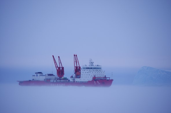Chinese icebreaker Xuelong sails in the antarctic fog. Photo: State Oceanic Administration